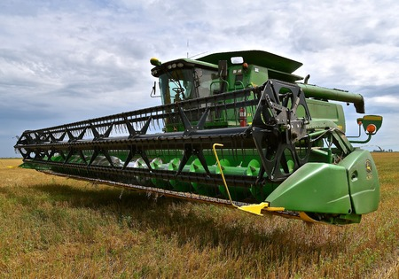 MOORHEAD, MINNESOTA, August 14, 2017: The self propelled 9770 STS combine parked in the stubble of a wheat field is a product of John Deere Co, an American corporation that manufactures agricultural, construction, forestry machinery, diesel engines, and d Sajtókép