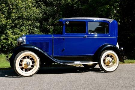 MOORHEAD, MINNESOTA, 2017 년 9 월 7 일 : 복원 된 1931 포드 모델 T는 헨리 포드에 의해 시작되고 1903 년 6 월 16 일에 통합 된 디어 본, 미시간에 위치한 포드 자동