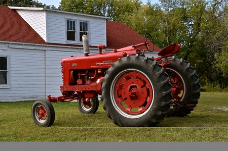 MOORHEAD, MINNESOTA, September 20, 2017: A red restored Farmall  International 400 is a model name and later a brand name for tractors manufactured by the American company International Harvester. Co. (IH)