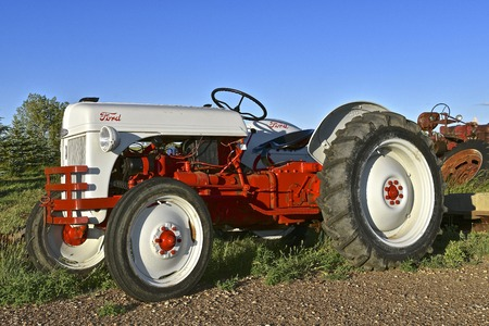 FIRESTEEL, SOUTH DAKOTA, June 23, 2017: The Ford tractor is an N series product produced by Ford Motor Co. in the 40's-60's 에디토리얼