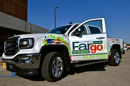 FARGO, NORTH DAKOTA-May 15, 2018: The new GMC pickup provided by Luther Family advertises the Fargo Marathon help annually the 3rd weekend of May. Sajtókép