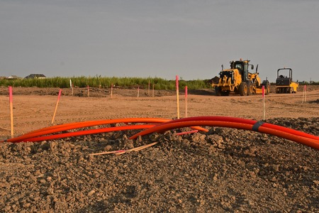 Huge communication cable lines are laid out in a housing development and street building Banque d'images - 110834930