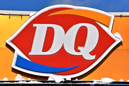 MOORHEAD, MINNESOTA, February 7, 2019: The DQ logo represents a franchise of Dairy Queen, a chain of soft serve ice cream and fan-food restaurants owned by International Dairy Queen, Inc., a subsidiary of Berkshire Hathaway. Standard-Bild - 116969121