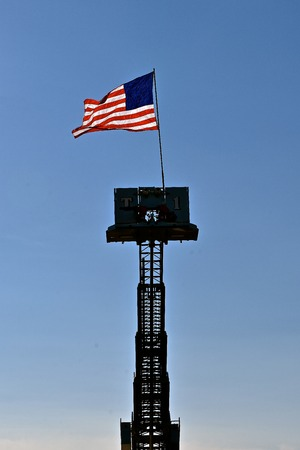 The United States flag with no stars is displayed on top of a fire truck extension ladder. Imagens - 122800589