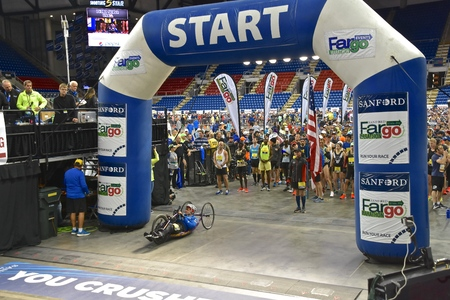 10k, annual, canine, compete, competition, cyclothon, dakota, dog, event, fargo, fargodome, full, furgo, leash, marathon, north, owner, participation, race, racing, Sanford, weather, run, runner, safety, trainer, underway, youth, running, medals, bling, e Imagens - 123572759