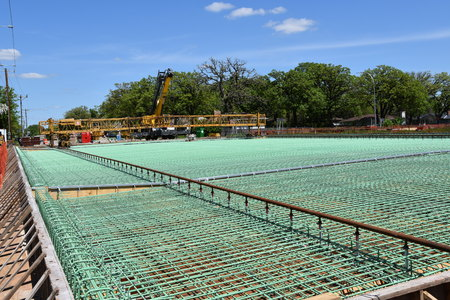 Layers of rebar in the construction of a bridge over a four lane highway which is ready for concrete Imagens - 124628084