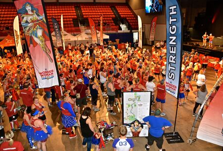 FARGO, NORTH DAKOTA, June 27, 2019: The inaugural Wonder Woman Race Series begins at the Fargo Civic Auditorium with a lineup for the 5K. Stockfoto