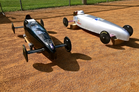 YANKTON, SOUTH DAKOTA, August 16, 2019: Two classic homemade soap box racing cars are displayed at the annual  car show as Riverboat Days celebrates on the third weekend of August in Yankton, SD Redactioneel