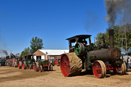 ROLLAG, MINNESOTA, August 30, 2019: The worlds largest steam engine, the Case 150, participates at the annual WCSTR farm threshers reunion in Rollag held each labor Day weekend where thousands attend. Редакционное