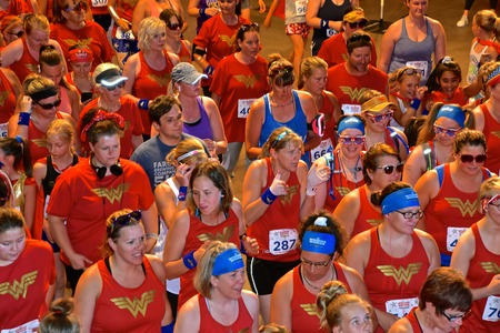 FARGO, NORTH DAKOTA, June 27, 2019: The inaugural Wonder Woman Race Series begins at the Fargo Civic Auditorium with a lineup for the 5K. 新聞圖片