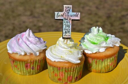 Easter cupcakes loaded with frosting include scripture verse of John 3:16