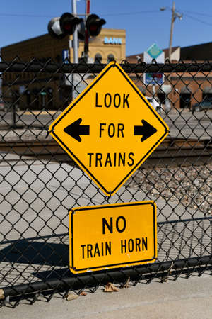 Signs warning of trains passing by with no honking in a downtown setting Standard-Bild