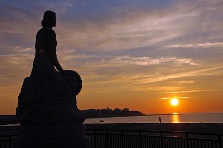 Madame de The  le m�morial marin de WWII � la plage de Hampton, Breathe de NH mou, vents de ye, Ye ondule dans. de repos de silence