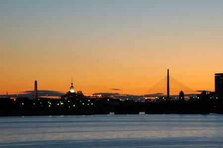 Lever de soleil � Boston � partir de la Charles River