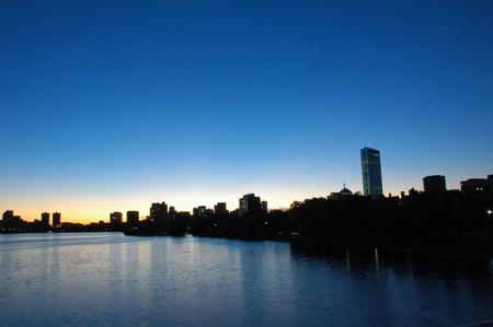 Lever de soleil � Boston � partir de la Charles River Banque d'images