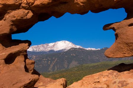 gods: Pikes Peak naturally framed at the Garden of the Gods, Colorado Springs, CO Stock Photo