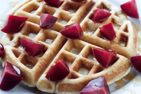 Golden round waffle with honey and fresh pluots 版權商用圖片