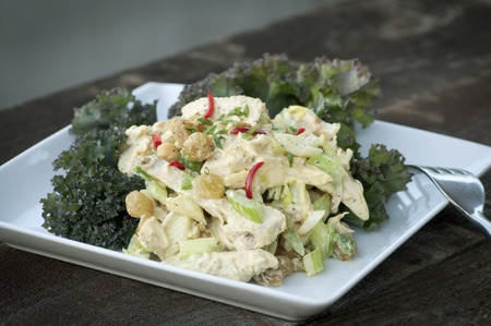 Fresh homemade grilled chicken breast salad with curry sauce and fruit Stockfoto