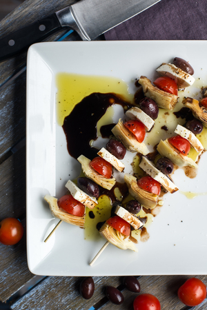 drizzle: Vegetarian antipasto kepbobs drizzled with olive oil and balsamic vinegar Stock Photo