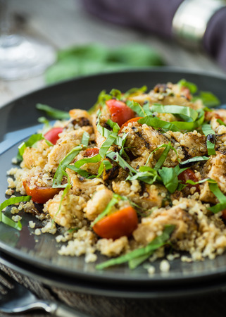 Gluten free salad with grilled chicken breast and quinoa Stockfoto