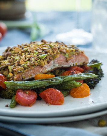 Roasted vegetables with baked pistachio wasabi crusted salmon Stockfoto