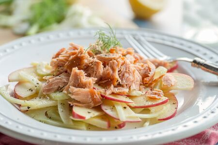 Smoked salmon with apples and fennel salad