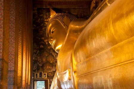 recline: Reclining Buddha at Wot Pho, Thailand