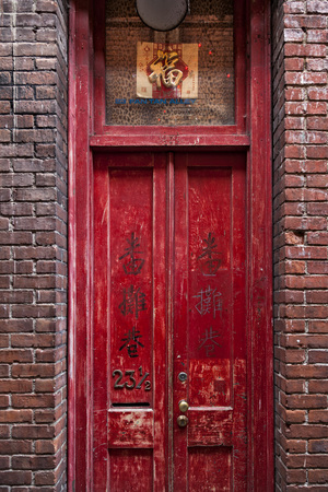 Red door in Fan Tan alley, Victoria, vancouver Island Stock Photo - 68158051