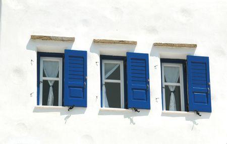 cycladic: finestre su un ospite in casa tipica architettura cicladica nelle isole greche Archivio Fotografico