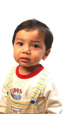hispanic boy: un curioso muchacho joven hispano