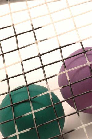 racquetball: raqueta y bolas con detalle macro