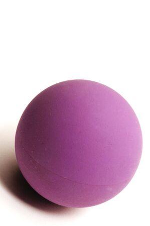 racquetball: detalle bola de racquetball micro vertical habitaci�n aislada para copiar