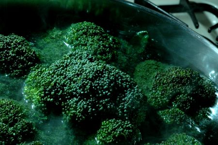 boiling: broccoli boiling in pot