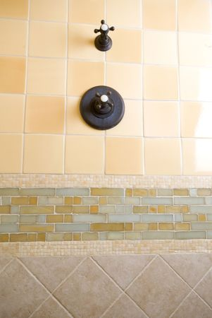 chaud froid: d�tail de carreaux de travail sur mesure salle de bain mur chaud froid poign�es
