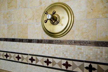 chaud froid: d�tail coutume tuile travail salle de bain mur chaud froid poign�es  Banque d'images