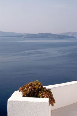 greek pot: vista panoramica patio con piante incredibile isole greche Santorini