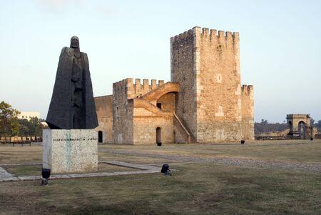 rifleman: fortaleza y la famosa estatua de Santo Domingo, Rep�blica Dominicana Foto de archivo