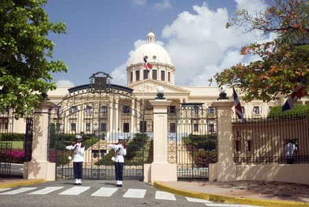 nacional: palacio nacional the national palace santo domingo dominican republic beautiful government building with guards and firearms guns uniforms Stock Photo
