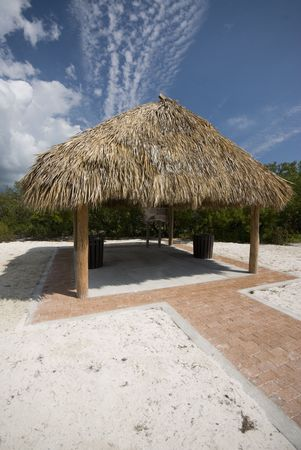 thatched: thatched roof tiki hut shelter in florida keys beach entry marathon  Stock Photo