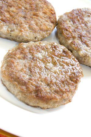 worsten: alle natuurlijke gekookte varkens worst patties ontbijt