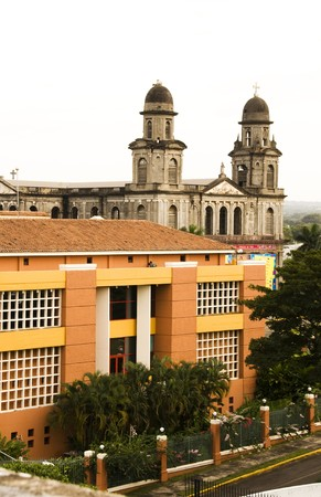 america centrale: La Casa de los Pueblos presidenziale House Office e vecchia Cattedrale di Santo Domingo Managua, Nicaragua America Centrale