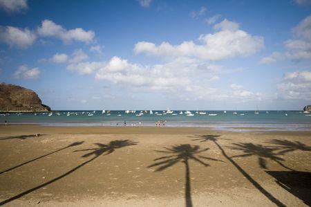 america centrale: spiaggia, con albero di cocco ombre baia di San Juan del Sur Nicaragua America centrale