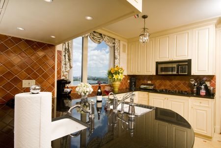 kitchen in luxury penthouse  suite with skyline views of new york city and the east river Banco de Imagens