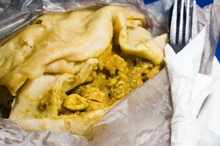 wraps: Dahl pouri roti trinidad alimentos nativos ce�ido tambi�n denominado busto de disparo o dosti roti fast food con curried pollo calabaza patatas y garbanzos en tierra