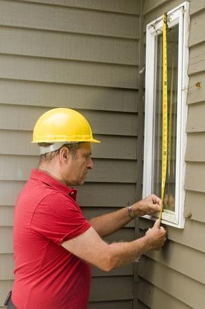contractor carpenter measuring window for replacement repair Stock fotó