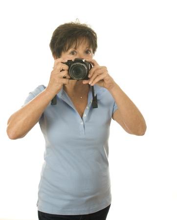 카메라를 가지고 사진을 가진 귀여운 중년 수석 여자 사진 스톡 콘텐츠