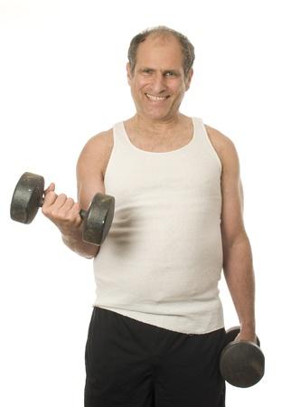 man working out: medio hombre mayor de edad trabajando en ejercicios con pesas con mancuernas