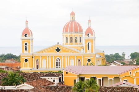 グラナダ ニカラグア中央アメリカのスペイン語の大聖堂タイル屋根パノラマ 写真素材