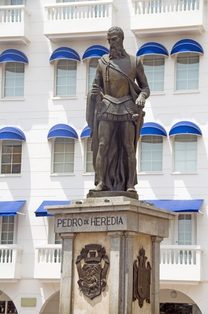 amerique du sud: statue de Pedro de Heredia � La Plaza de los Coches Cartagena de Indias en Colombie en Am�rique du Sud