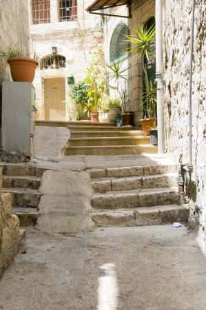 古代手順住宅のストリート シーンで古い都市エルサレム パレスチナ イスラエル